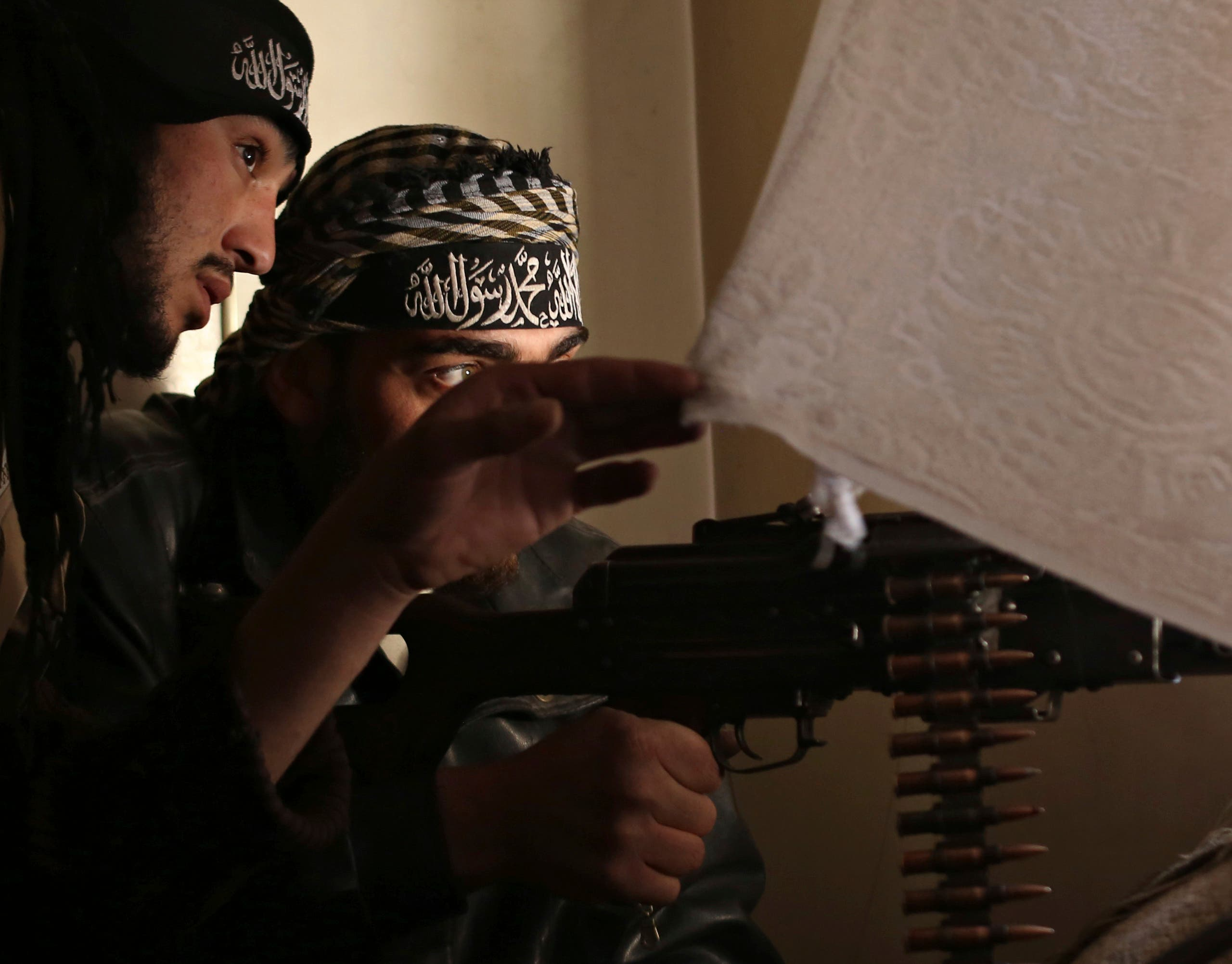 عناصر من هيئة تحرير الشام (رويترز)