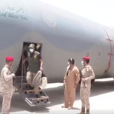 التحالف يسلم حكومة اليمن طفلا جنده الحوثيون للقتال