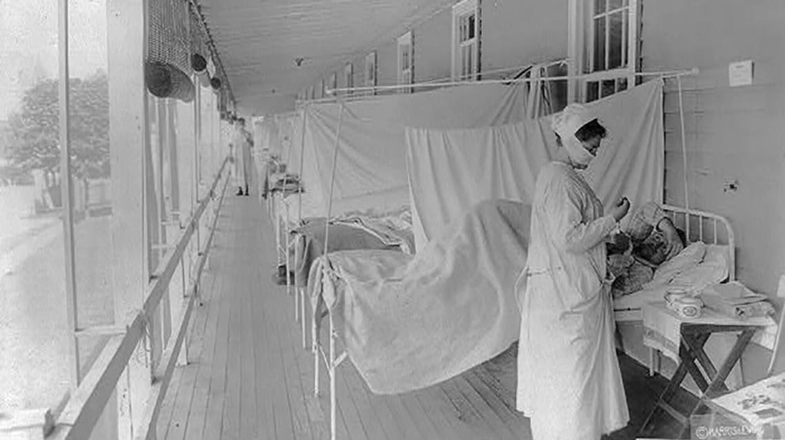 A nurse takes the pulse of a patient in the influenza ward at Walter Reed Hospital during the Spanish Flu pandemic in Washington, US, November 1, 1918. (File photo: Library of Congress/Harris & Ewing/Reuters)