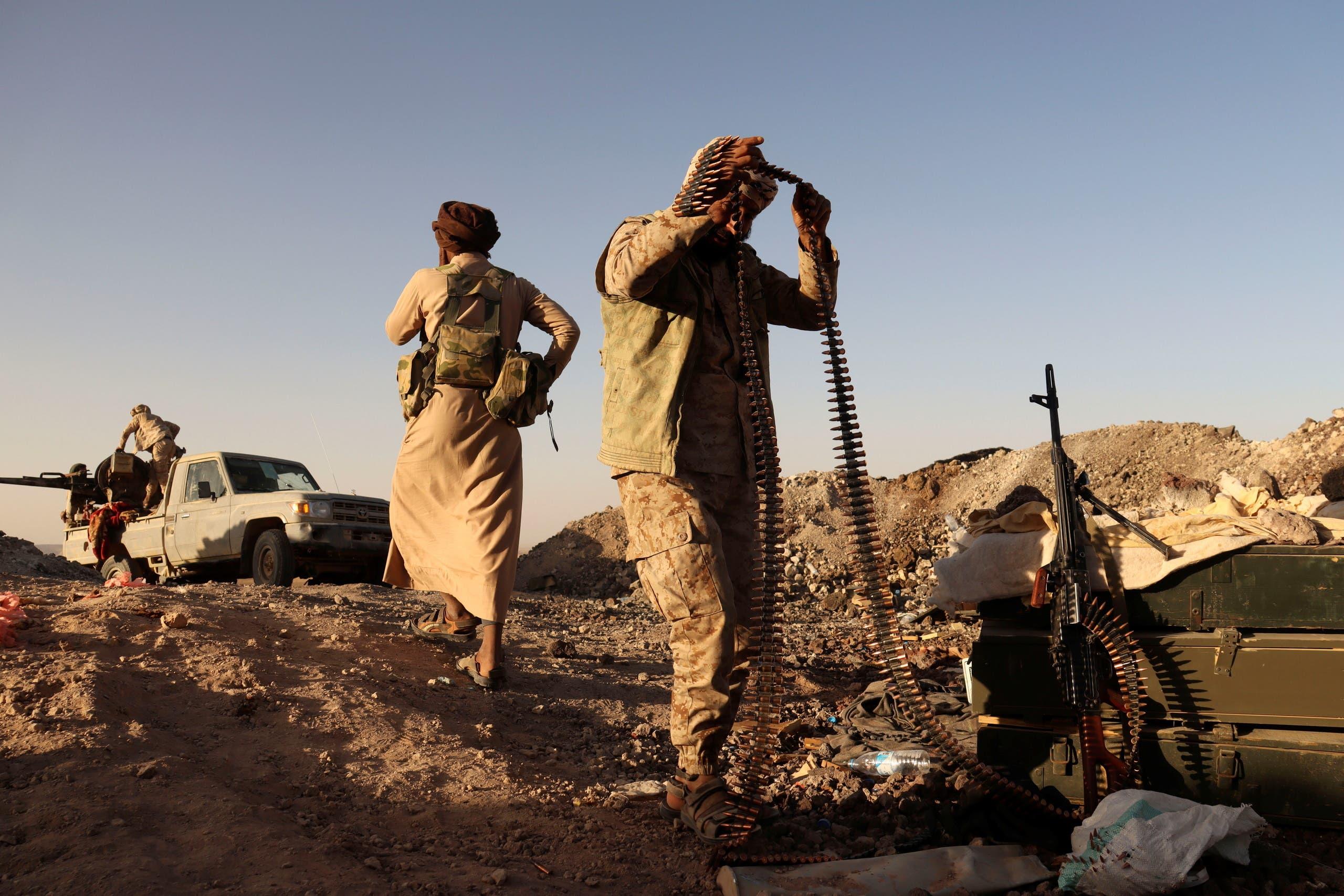 عناصر من ميليشيات الحوثي قرب مأرب (أرشيفية من رويترز)
