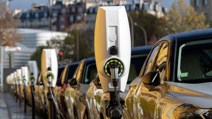 بايدن يكشف خطة أميركا للسيارات الكهربائية حتى 2030