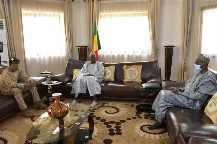 آخر اجتماع رسمي مع الرئيس والوزير الأول قبل إعلان الحكومة الجديدة عزله