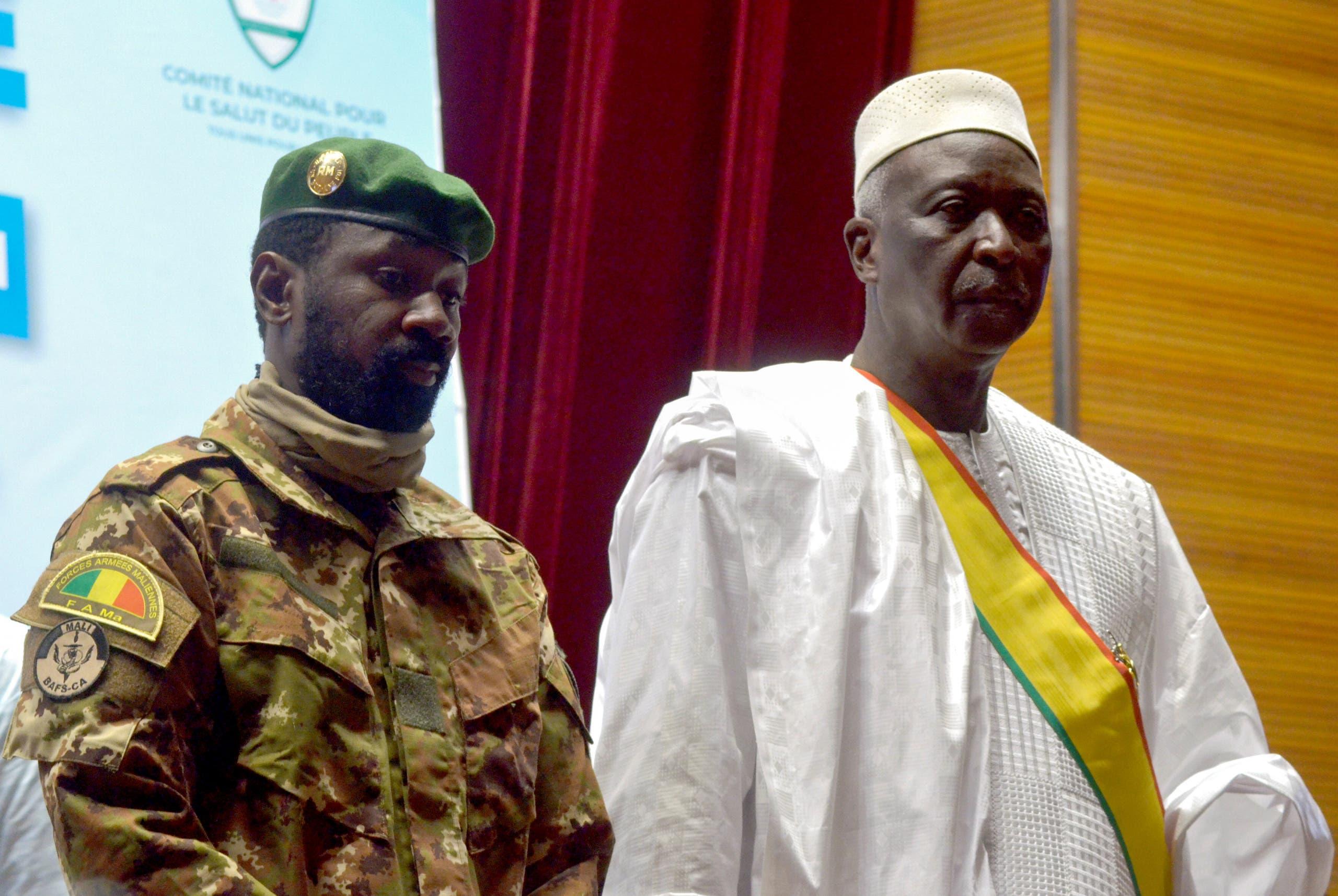 رئيس مالي المعتقل باه نداو وقائد الانقلاب  الكولونيل أسيمي غويتا (أرشيفية)