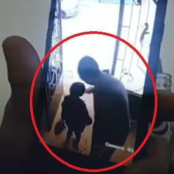 حادثة المعادي تتكرر.. شاهد أربعينياً يتحرش بطفلة في مصر