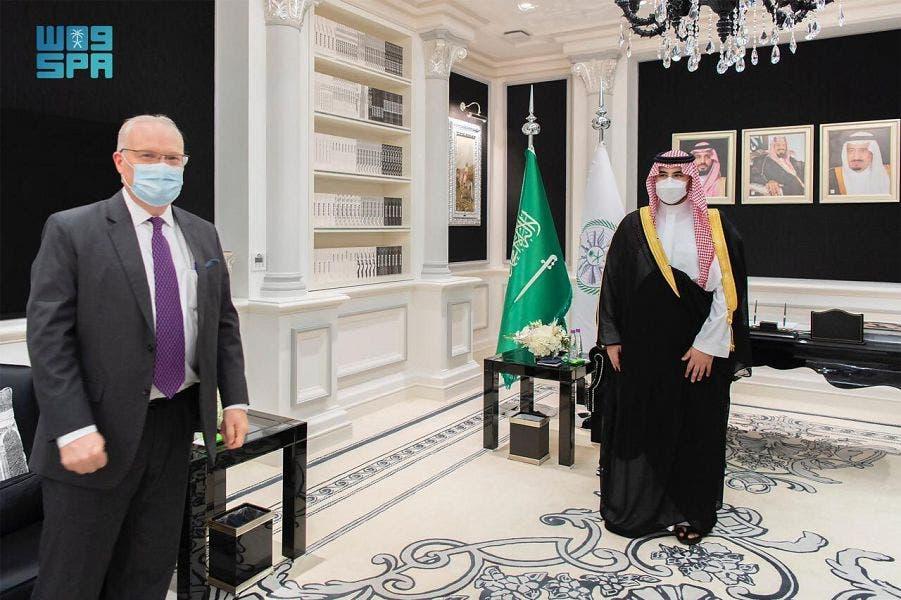 امریکا کے خصوصی ایلچی برائے یمن ٹِم لنڈرکنگ اور سعودی عرب کے نائب وزیردفاع شہزادہ خالد بن سلمان ۔