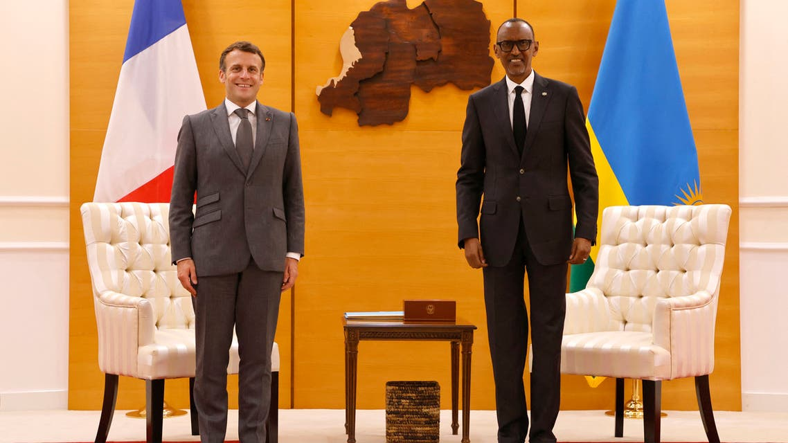 French President Emmanuel Macron and Rwandan President Paul Kagame pose for the photographers at the Presidential Palace prior to their bilateral meeting in Kigali on May 27, 2021. (File photo: AFP)