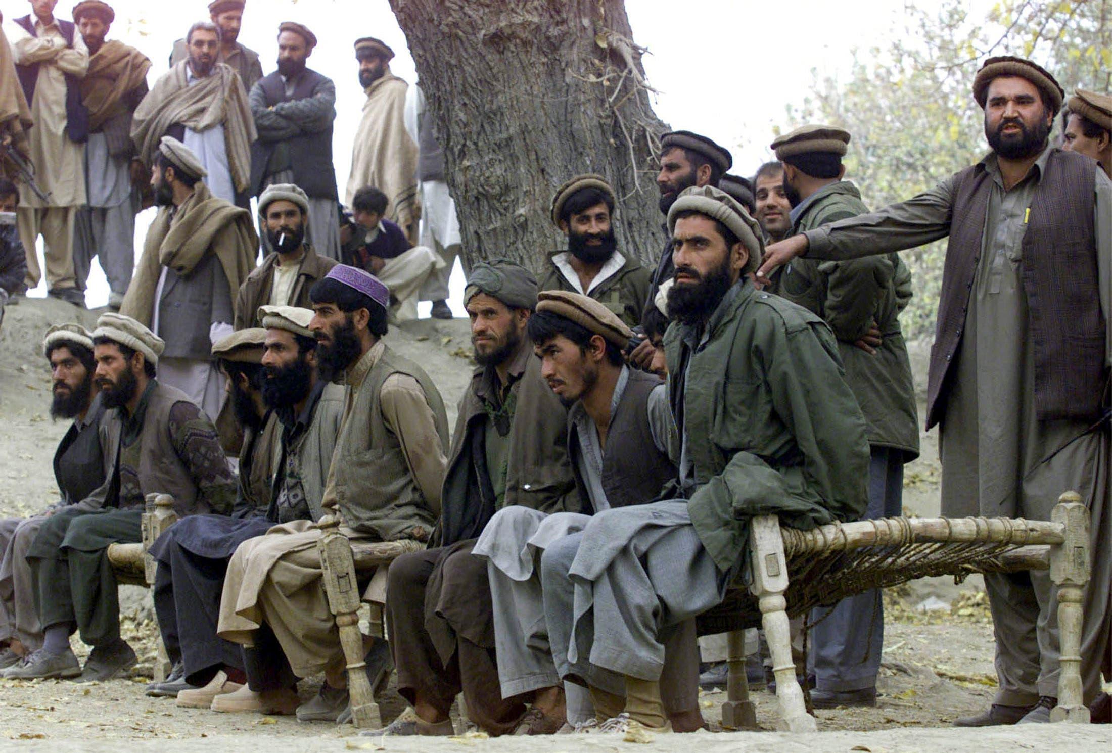 عناصر معتقلون من القاعدة عام 2011 (رويترز)