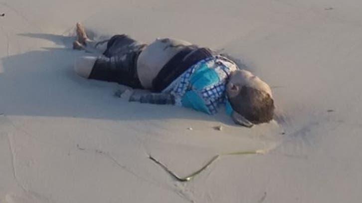 صور تفطر القلوب.. جثث أطفال ملقاة على شواطئ ليبيا
