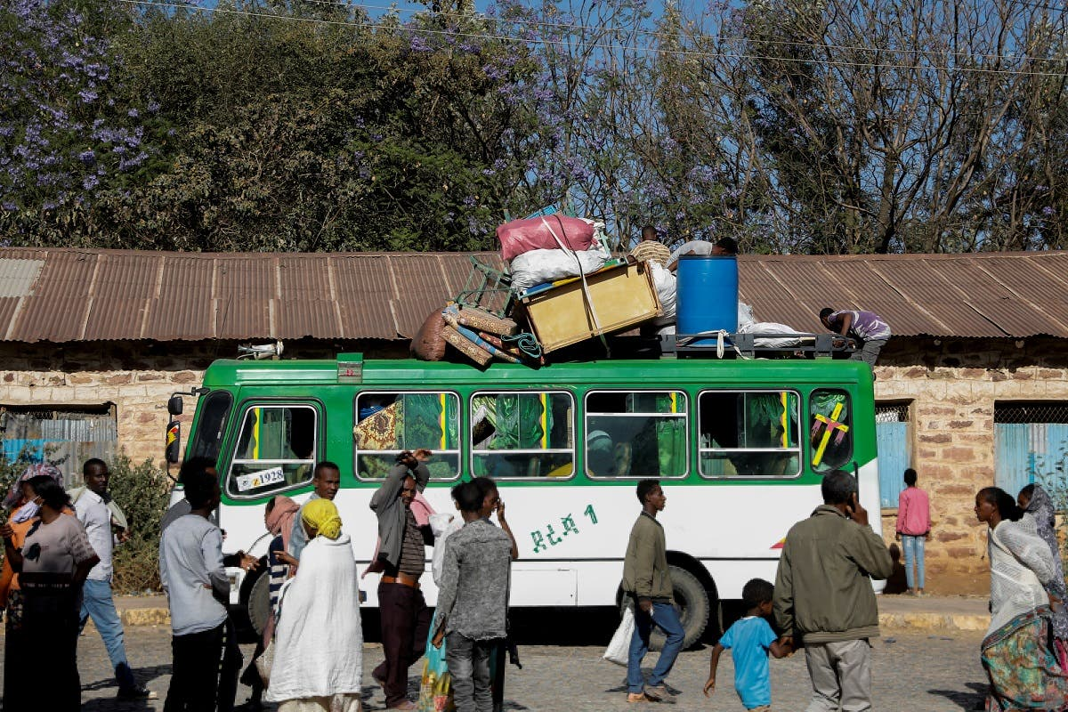 A bus carrying displaced people arrives at the Tsehaye primary school, which was turned into a temporary shelter for people displaced by conflict, in the town of Shire, Tigray region, Ethiopia. (File Photo: Reuters)