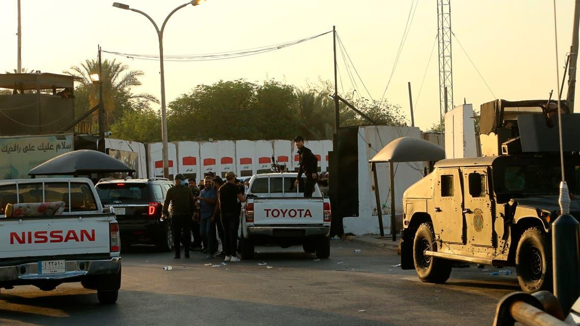 عناصر من القوات الأمنية في بغداد (أسوشييتد برس)