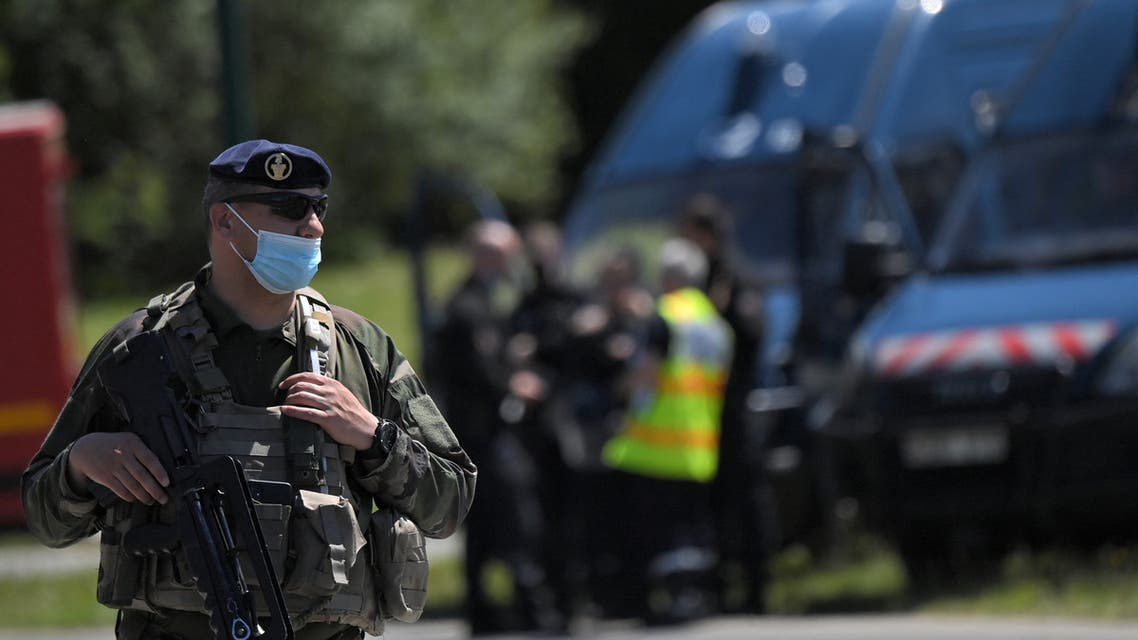 French soldiers are seen after a municipal policewoman was attacked with a knife on May 28, 2021, in La Chapelle-sur-Erdre, near Nantes, western France. A suspect ran away after a knife attack on a policewoman in La Chapelle-sur-Erdre, near Nantes, on May 28, 2021. (File photo: AFP)