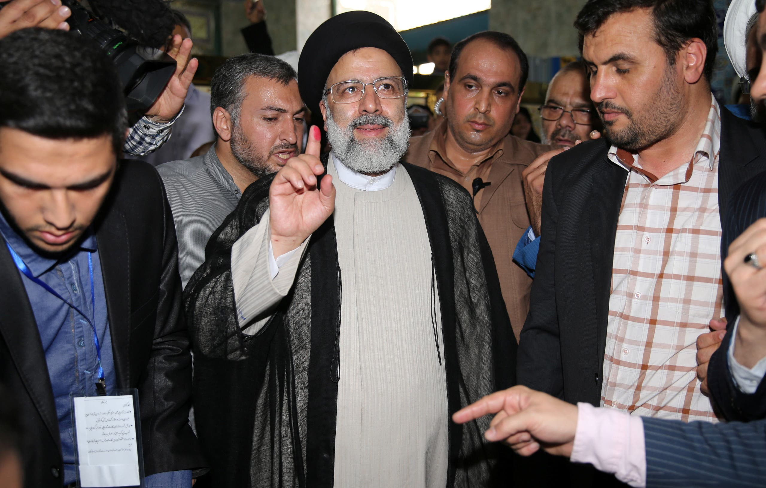 Iranian presidential candidate Ebrahim Raisi shows his ink-stained finger after casting his ballot during the presidential election in Tehran, Iran, May 19, 2017. (Reuters)