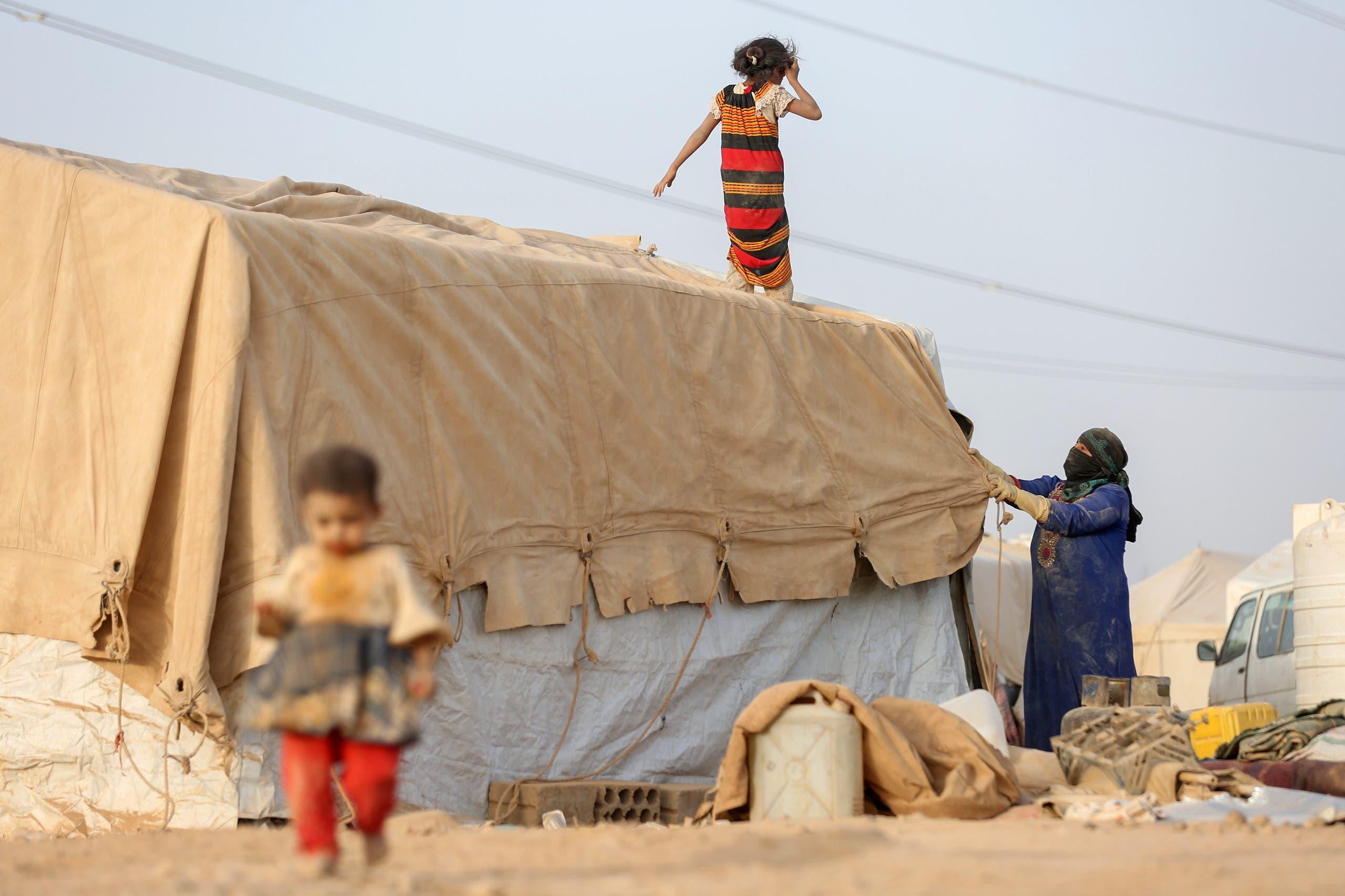 مخيم للنازحين في مأرب (رويترز)