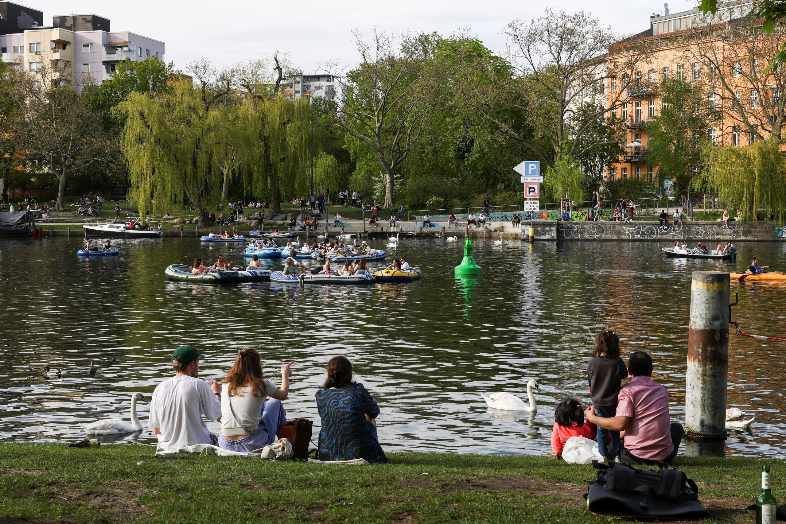 People enjoy the sunny weather on the Landwehrkanal, as the spread of the coronavirus disease (COVID-19) continues, in Berlin, Germany, May 9, 2021. (Reuters)