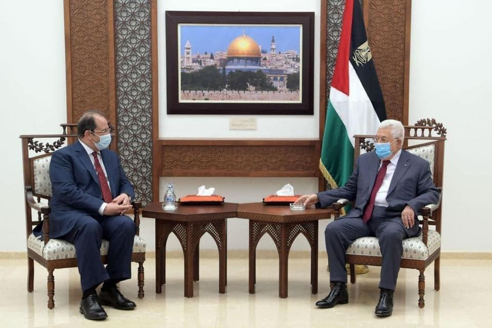 جانب من لقاء الرئيس محمود عباس مع مدير المخابرات المصرية عباس كامل