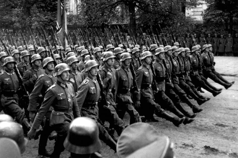 صورة لعدد من الجنود الألمان خلال استعراض عسكري