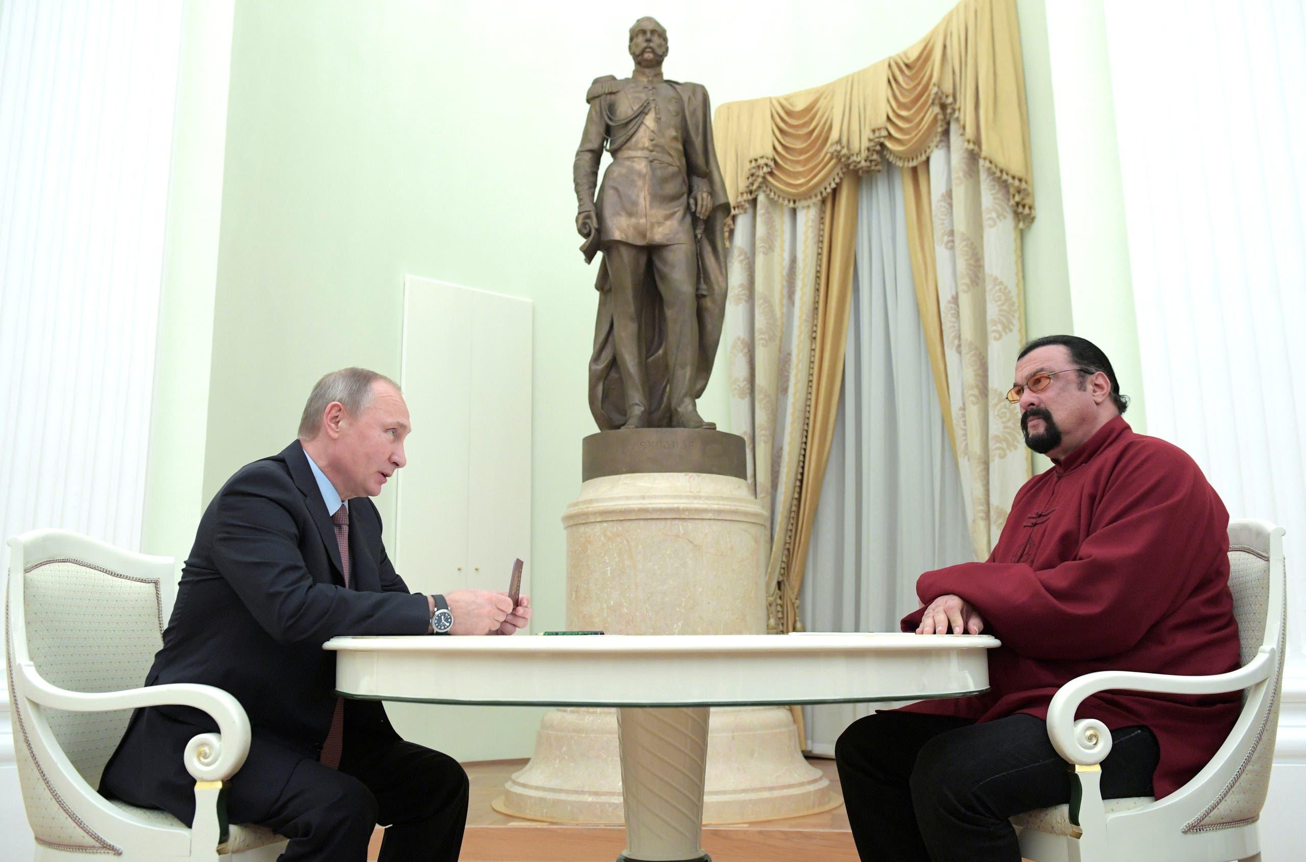 بوتين يمنح سيغال جواز السفر الروسي في 2016