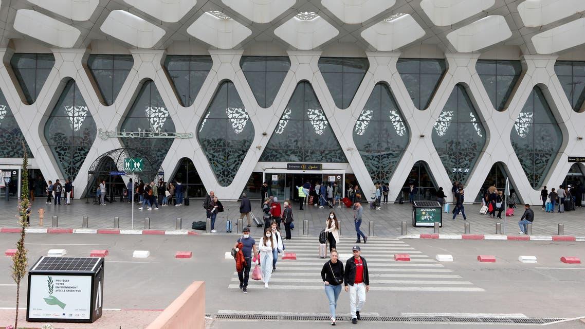 مسافرون في مطار مراكش (رويترز)