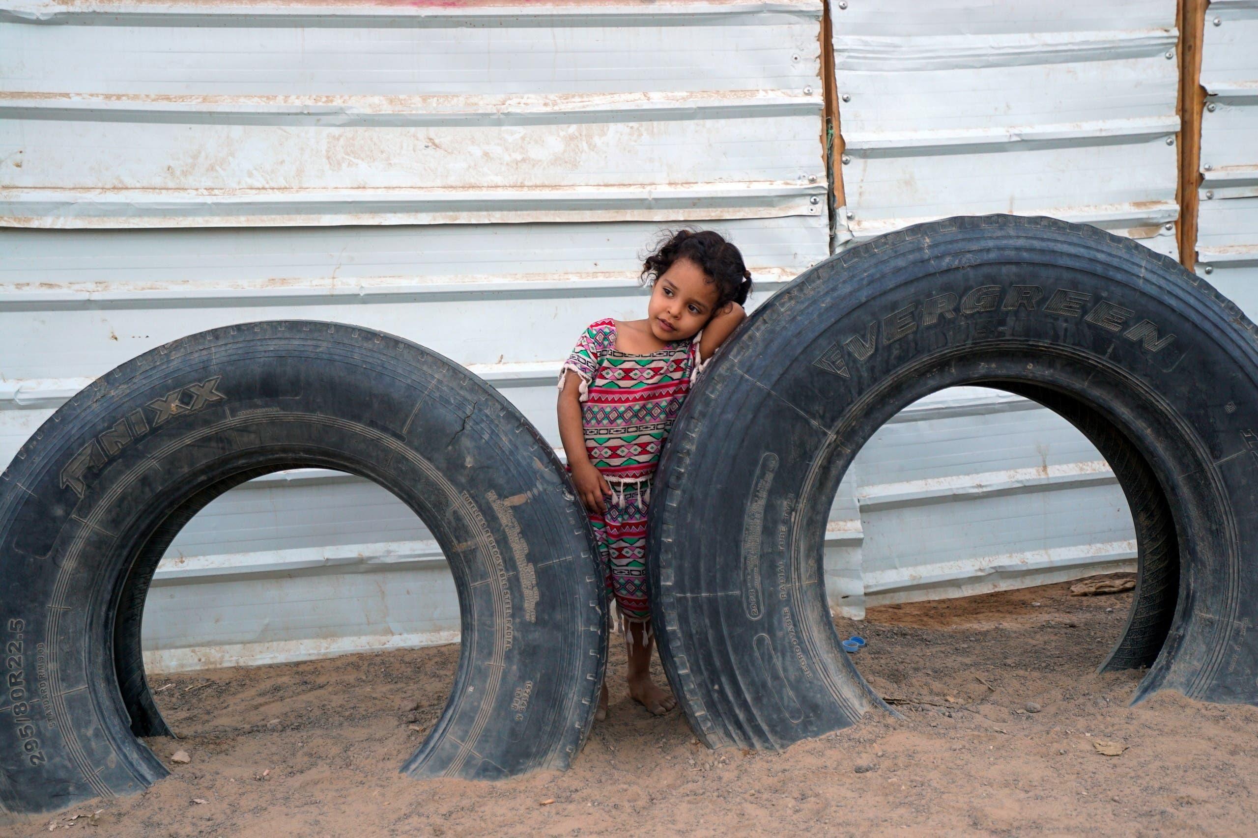 طفلة في مخيم للنازحين في مأرب