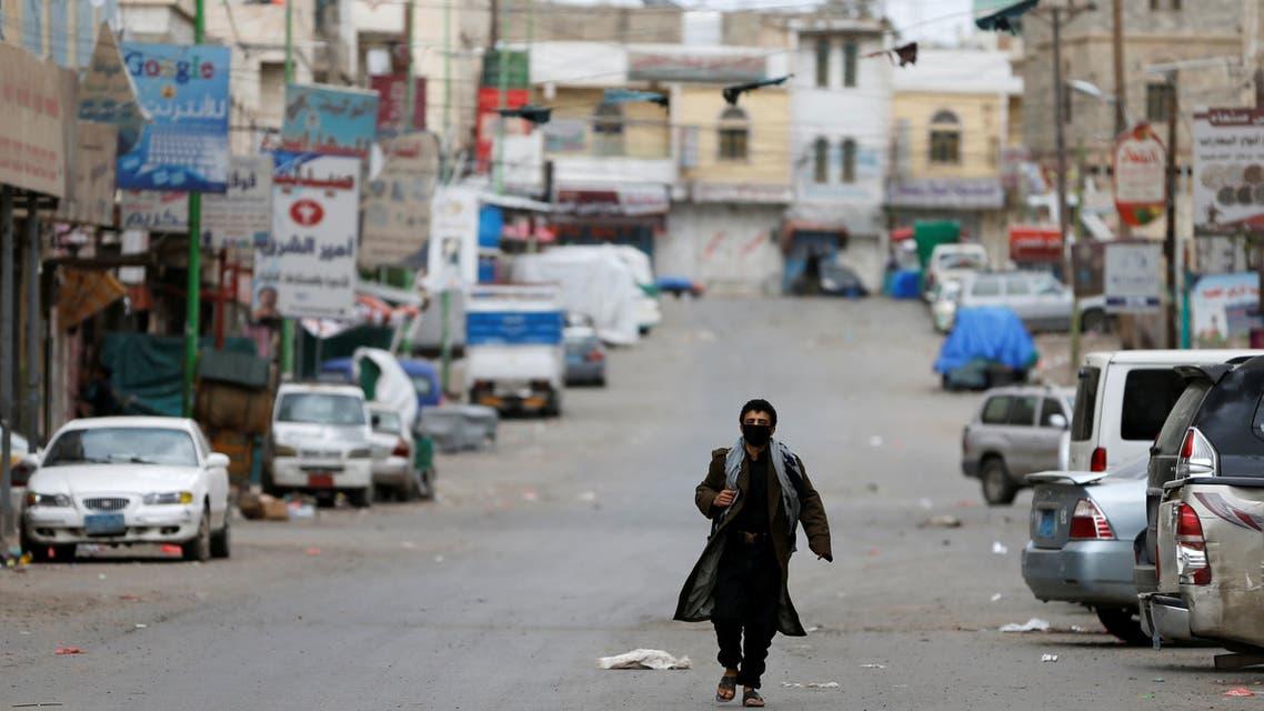 شوراع خالية في صنعاء بسبب الوباء (رويترز)
