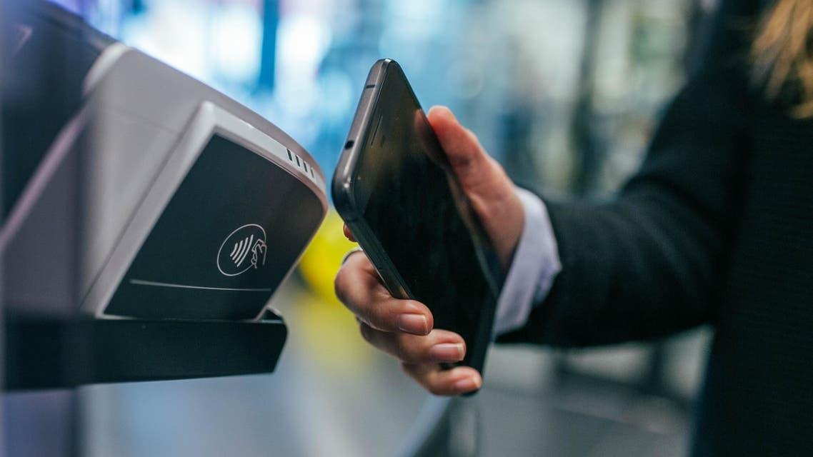 Man using mobile payment solution. (Unsplash,  Jonas Leupe)