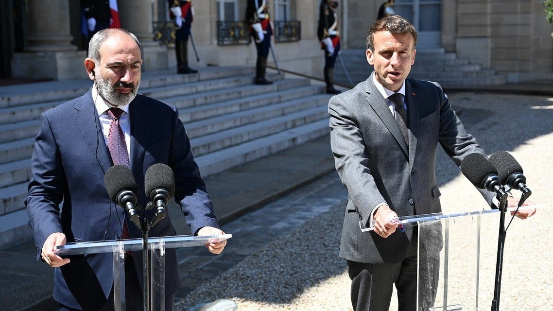 French President Emmanuel Macron (R) and Armenian Prime minister Nikol Pashinyan give a press briefing following their working lunch at the Elysee palace in Paris, on June 1, 2021. (Bertrand Guay/AFP)