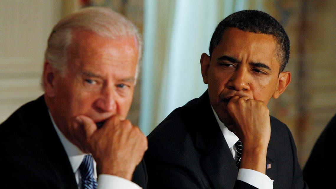 أوباما (يمين) وبايد (يسار) (رويترز)