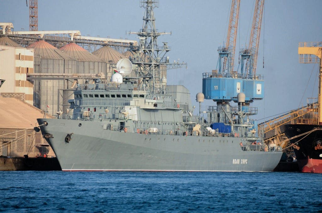 سفينة تابعة للبحرية الروسية في ميناء بورتسودان السودانية - فرانس برس
