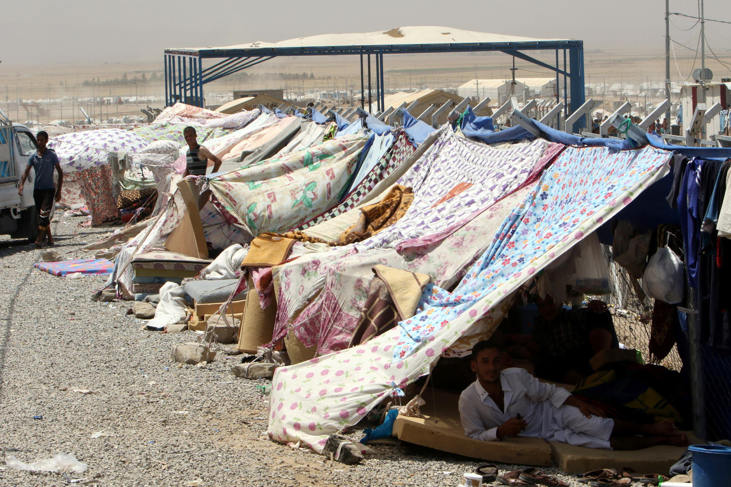 Displaced Iraqis in Makhmour camp (Reuters archives)