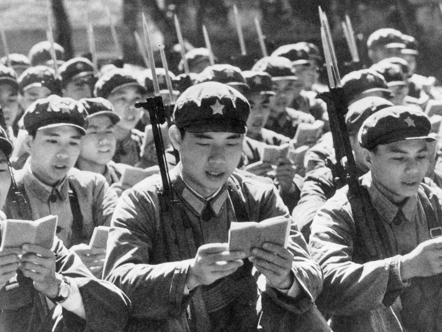 صورة لمجندين صينيين خلال الثورة الثقافية