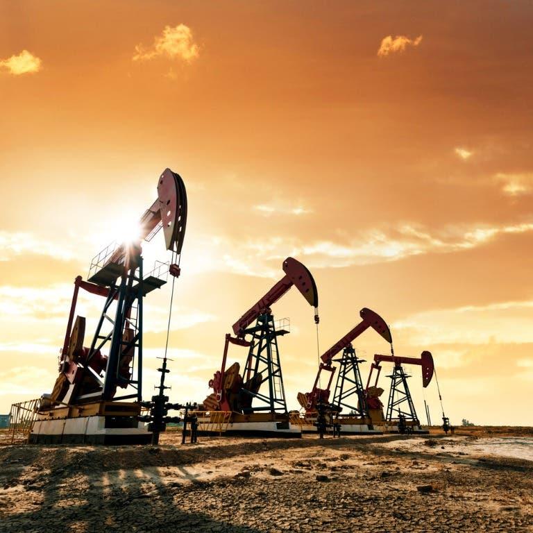 النفط يواصل مكاسبه عند أعلى مستوى في عامين بدعم توقعات الطلب