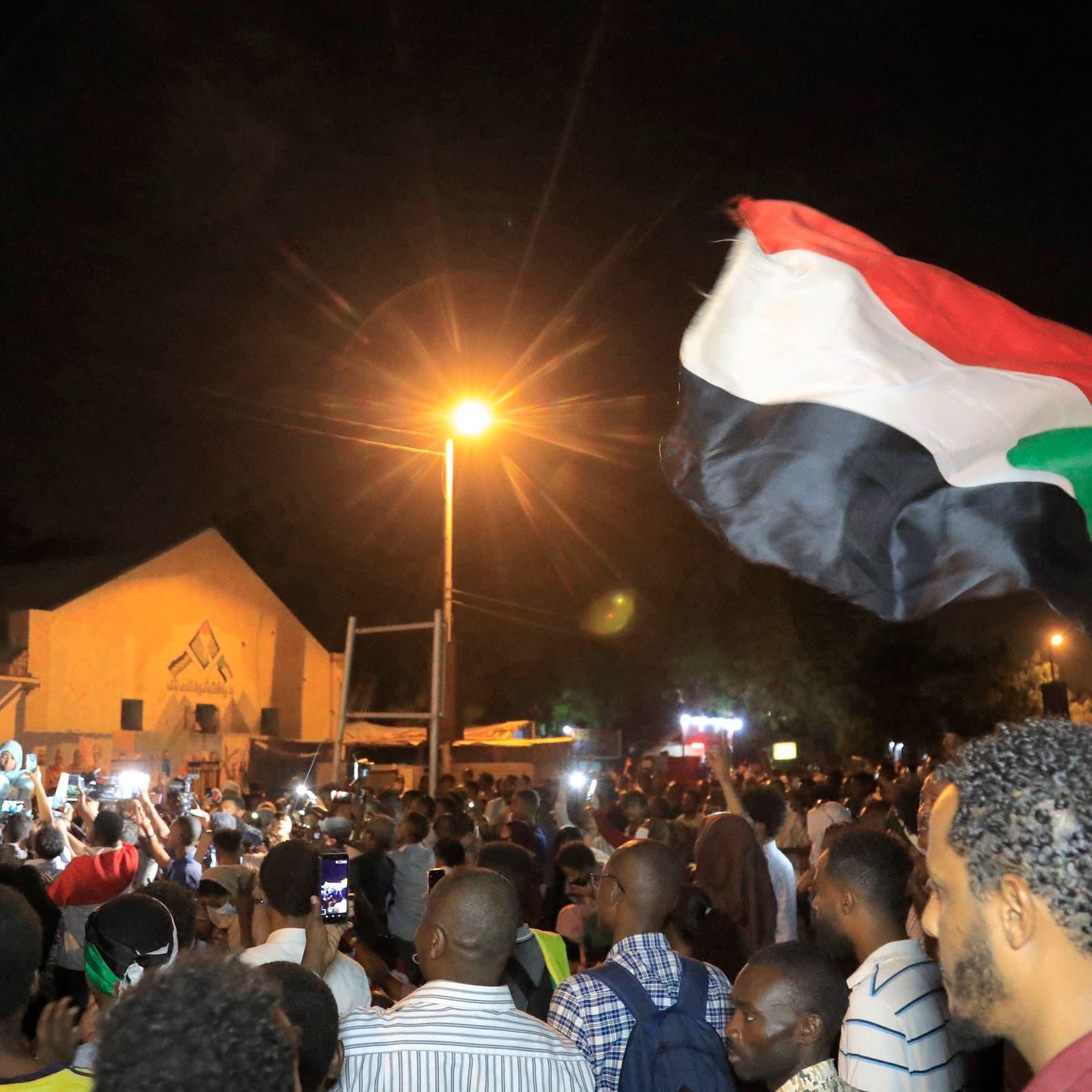 السودان.. مقتل رجل أمن بالرصاص أثناء تأمين مسيرة بذكرى فض اعتصام القيادة