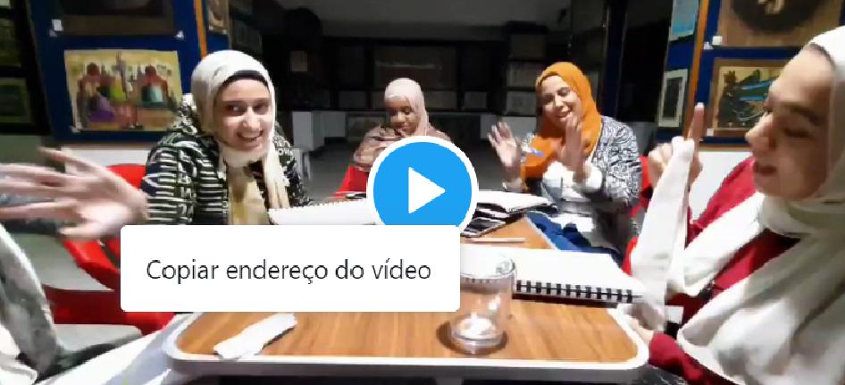 وفي موقعه على الإنترنت، نشر المعلم فيديو لمصريات يقوم بتعليمهن البرتغالية عبر أغنية برازيلية شعبية