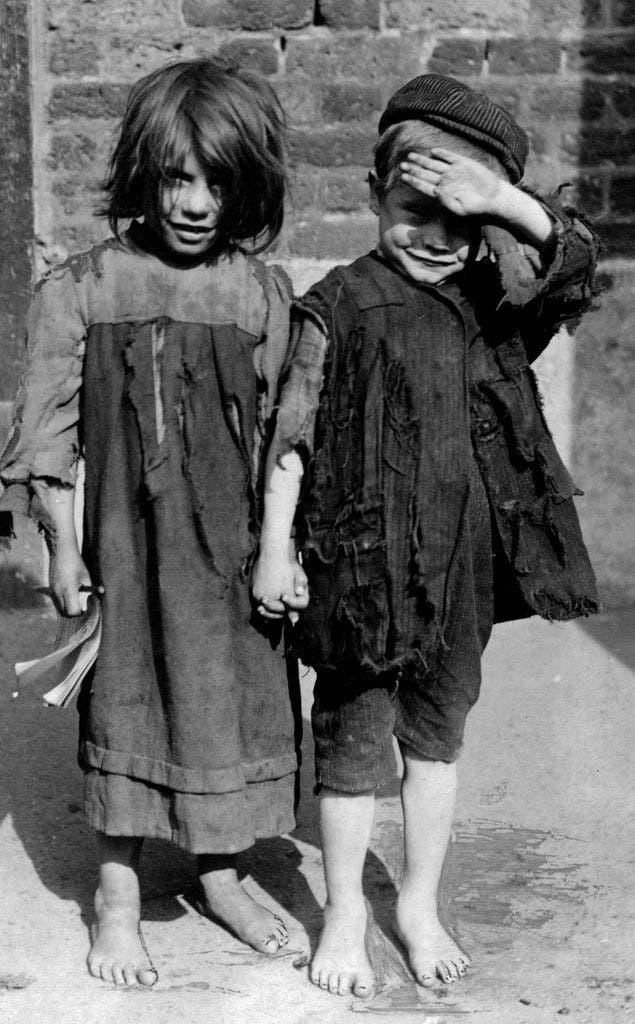 صورة لأطفال بلا مأوى في بريطانيا في القرن الماضي