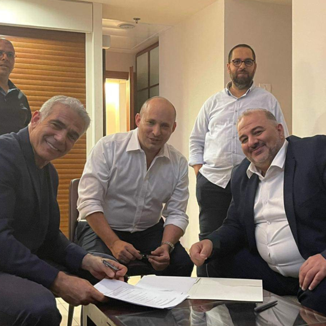 منصور عباس ليس الأول.. بالتفاصيل نكشف تاريخ تحالفات الإخوان وإسرائيل