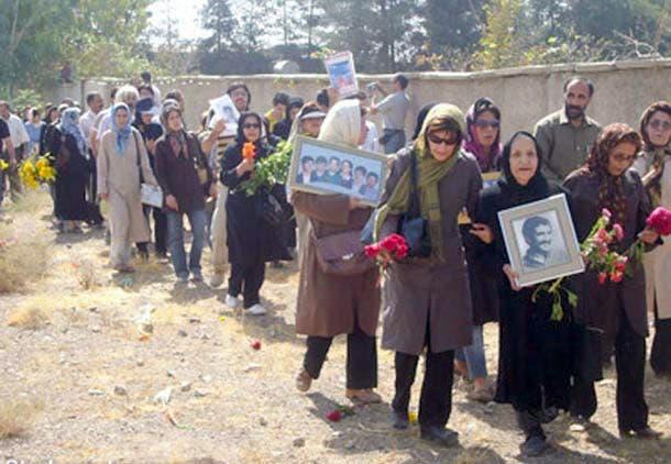قبرستان خاوران محل دفن مخفیانه قربانیان اعدامهای دستجمعی زندانیان سیاسی دهه شصت