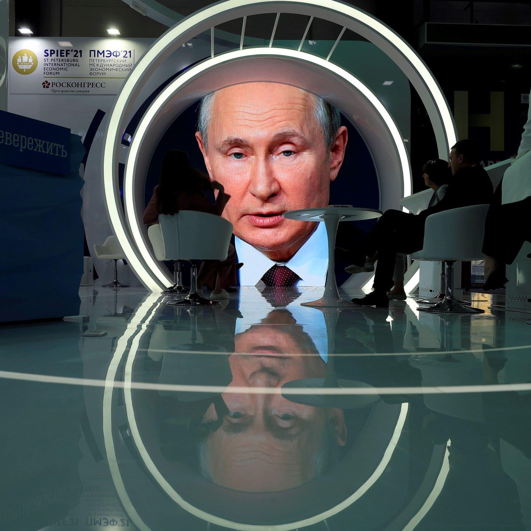 """بوتين يكشف عن أثر جانبي """"وحيد"""" للقاح """"سبوتنيك V"""" الروسي"""