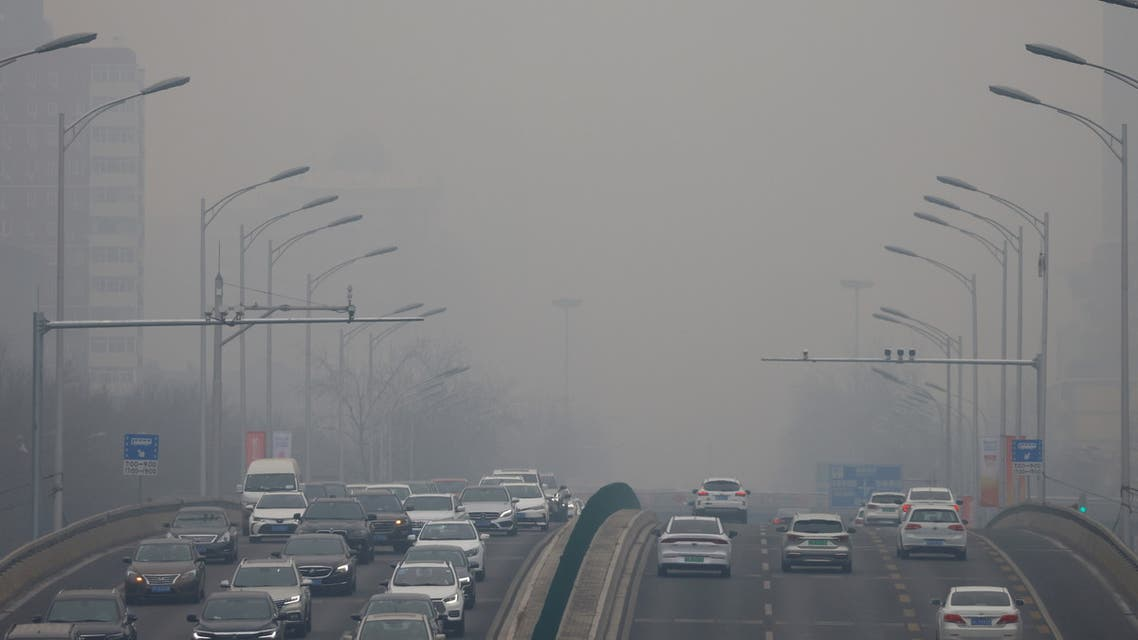 Cars move on a road during a day with polluted air, following the outbreak of the coronavirus disease (COVID-19), in Beijing, China February 13, 2021. (File photo: Reuters)