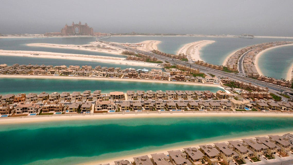 Villas are seen on The Palm, Jumeirah, with Atlantis, The Palm, currently under construction, on the breakwater (surrounding crescent) in Dubai May 3, 2008. (Reuters)