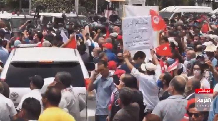 Thousdands of protesters march in Tunis against the Muslim Brotherhood. (Al Arabiya)