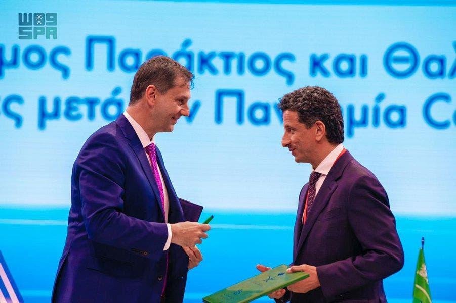 وزير السياحة السعودي، أحمد الخطيب مع وزير السياحة اليوناني هاري ثيوهاريس