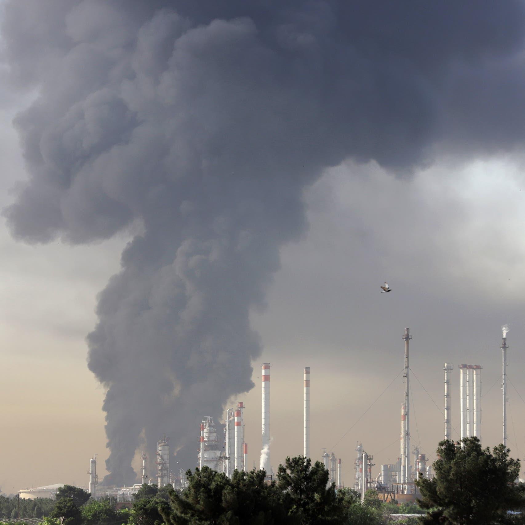 """للمرة الخامسة في أسبوعين.. النيران تلتهم منشآت إيرانية و""""لا شبهات تخريب"""""""