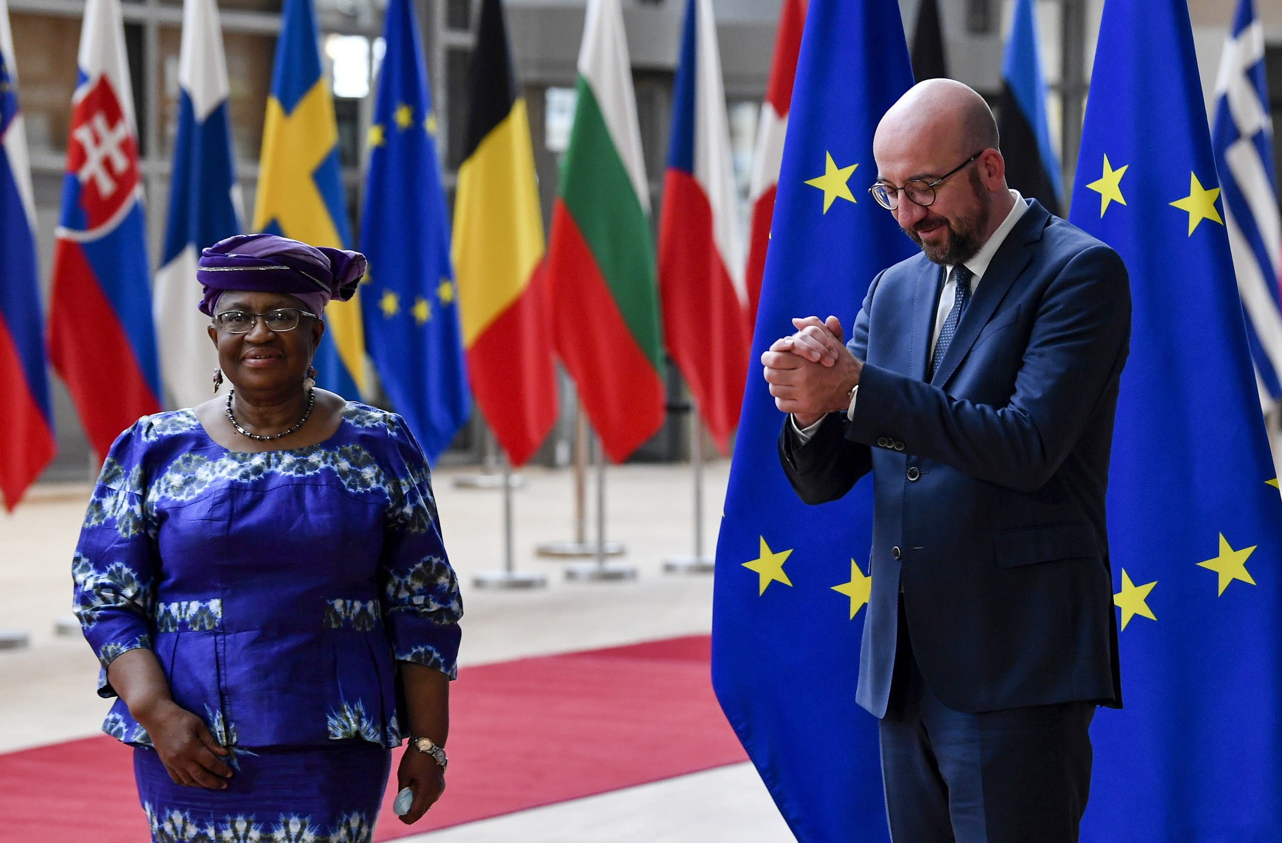 مع رئيس المجلس الأوروبي تشارلز ميشيل (رويترز)