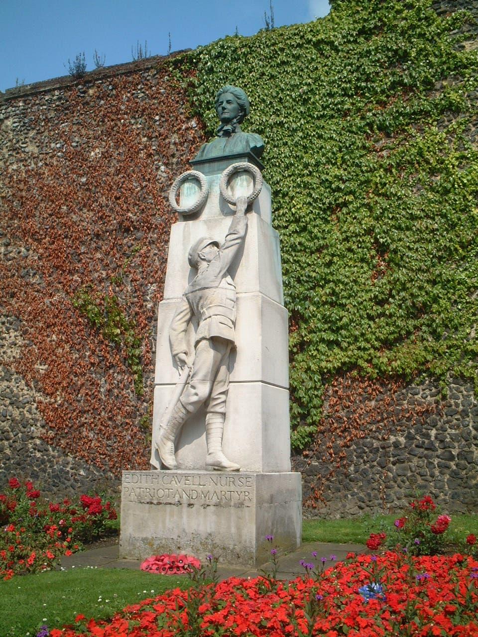 نصب تذكاري لإديث كافيل بإنجلترا