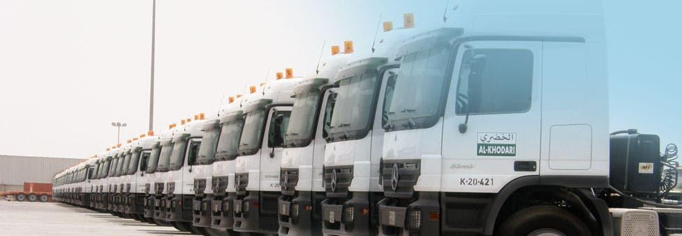 """شاحنات تابعة لشركة """"الخضري"""""""