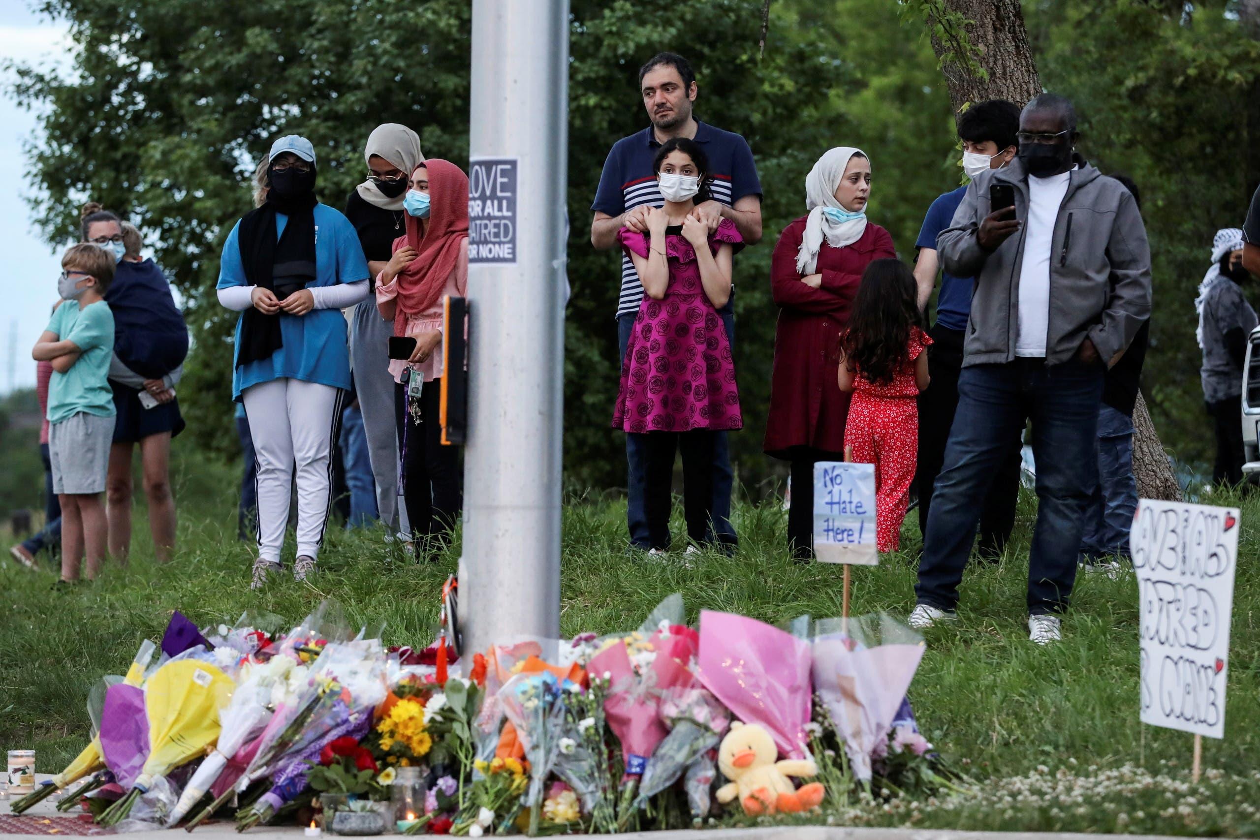 كنديون يتجمعون في مكان وقوع الهجوم على العائلة المسلمة