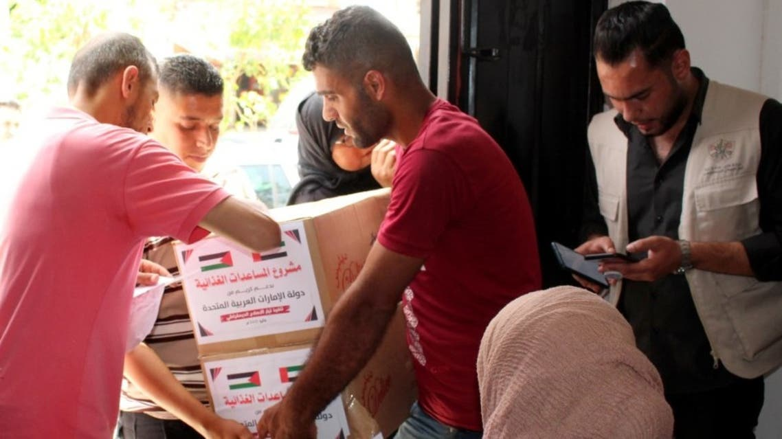 The United Arab Emirates' humanitarian arm, the Emirates Red Crescent (ERC), on Monday sent 960 tons of urgent medical and food items for 20,000 families in the Gaza Strip. (WAM)
