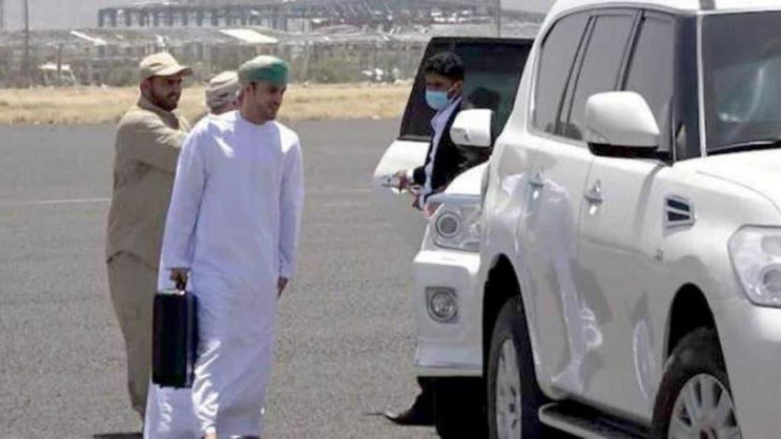صورة تداولتها وسائل إعلام حوثية لوصول الوفد العماني إلى صنعاء