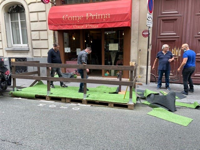 The balcony of French restaurants is a source of controversy