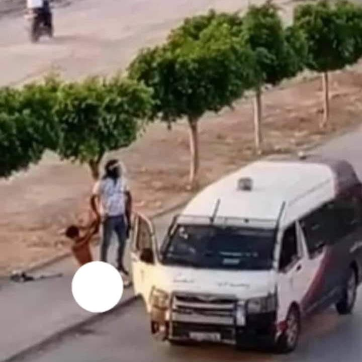 غضب في تونس.. فيديو للشرطة تسحل شاباً وتعريه